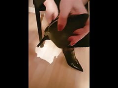 mom stinky feet in boots