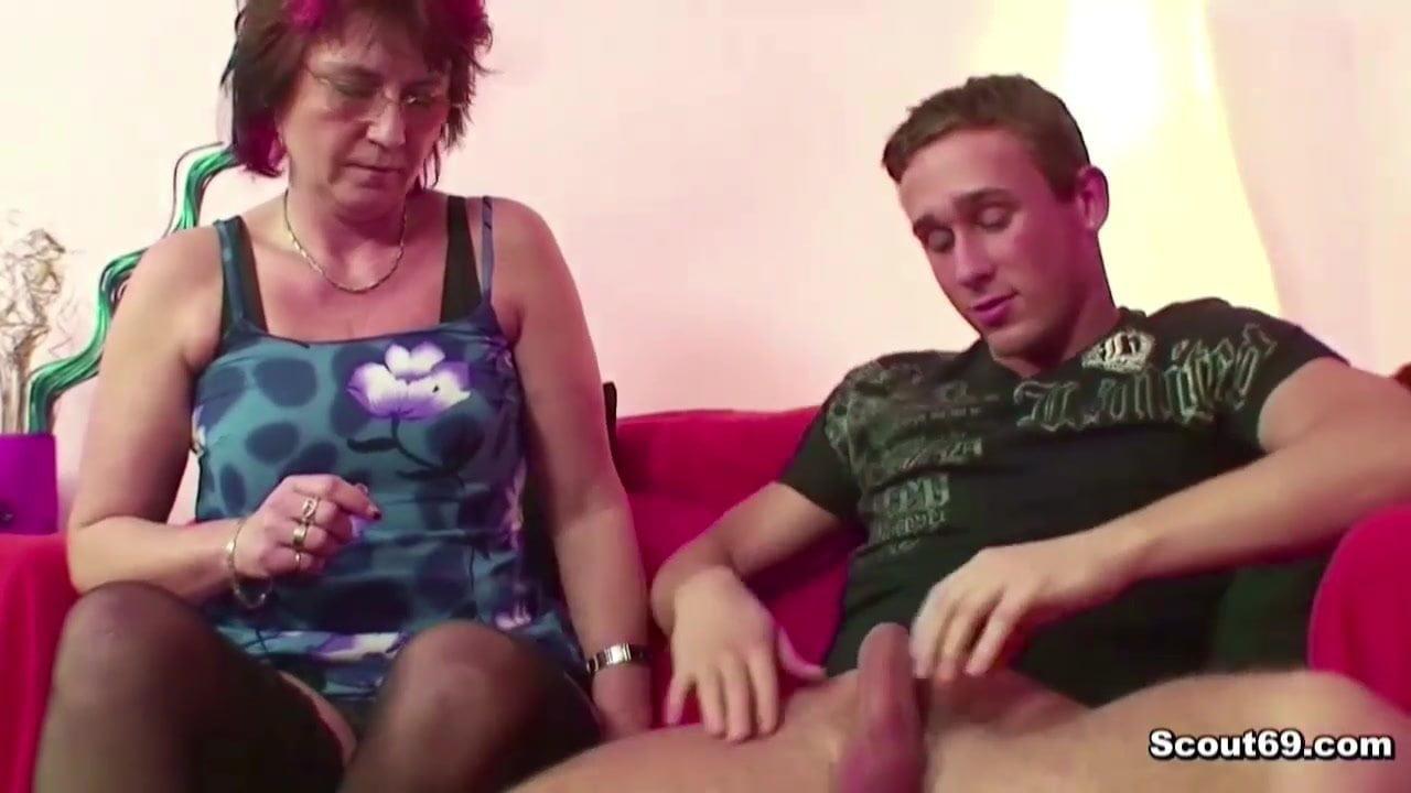 Erwischt sohn nackt Mama erwischt