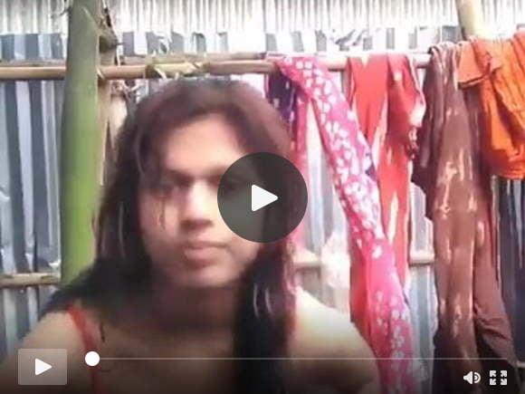भारतीय लड़की BF के लिए सेल्फी वीडियो बनाती है
