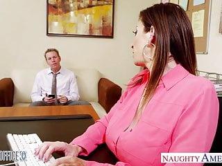 La milf mora Sara Jay scopa in ufficio