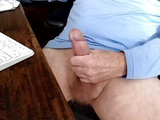 Str8 married blue shirt daddy cums in his...