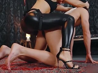 Mistress Cardboard The Ass Of A Submissive-
