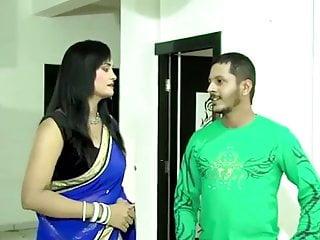 इंडियन गर्ल दिखा अपनी चूत